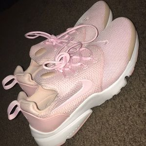 Baby pink nike tennis shoes